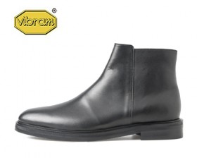 BLACK SOLE HALF ZIP UP BOOTS
