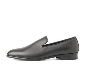 BLACK LEATHER CLASSIC FIT SLIP ON